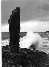 BT7940 la cote d amour au bourg de batz le menhir de pierre longue      France