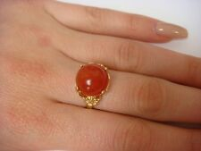 UNUSUAL 14K YELLOW GOLD LADIES RING WITH CARNELIAN BALL AND FLOWER DESIGN SIDES