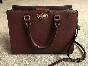 burgundy handbag - many compartments - handles & strap