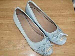 WEDDING / OCCASION SHOES SIZE 40 / 6.5 LIGHT BLUE KITTEN HEEL WITH STITCHING NEW
