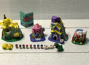 Nanables Miniature Doll Figurine Houses 4pc lot  8 Dolls