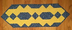 QUILT Forget-Me-Not table runner hand-made quilted