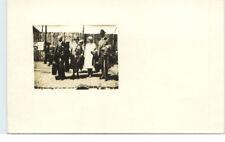 Private Foto-AK ~1910/20 Personen Gruppe m. Reisekoffer