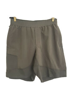 Lululemon Men's sz Large Shorts Green Zipper Pockets