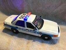 1/18 SCALE DIECAST HOUSTON TEXAS POLICE CROWN VIC UT W/WORKING LIGHTS AND SIREN