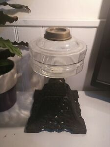 ORIGINAL VINTAGE SMALL CLEAR GLASS OIL LAMP FONT. (No7)