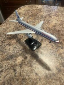 Hogan Wings B757-200,  Boeing 757 American with Stand & Gears, 1:200 NO BOX