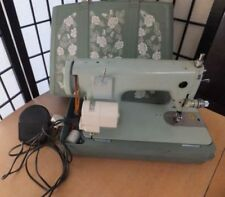 Máquinas de coser grises