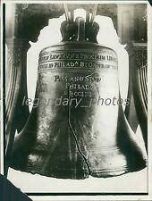1945 Close-Up of Liberty Bell Original News Service Photo