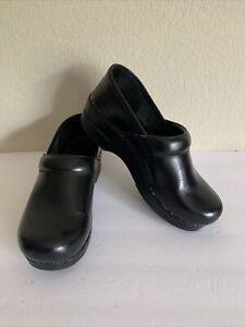 Dansko Black Clogs Size 39 (8.5-9)