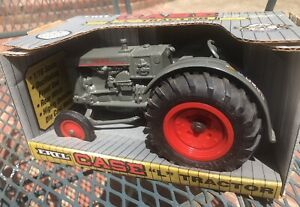 """Case """"L """" Tractor By ERTL 1/16 scale New 1992"""