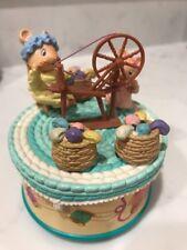ENESCO MUSICAL SEWING MACHINE & MICE FIGURE Rotates Basket Yarn Cute