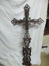 belle croix en fonte aux grappe de raisin ancienne reliquaire déco jardin.
