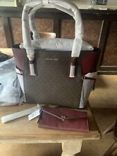 Michael Kors, Handtas. Model Voyager Tote Oxblood. Set Prijs €275,00