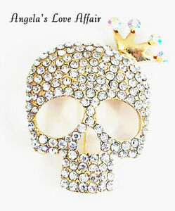 HALLOWEEN  SPOOKY GOTHIC GOLD CLEAR CRYSTAL SKULL WITH CROWN BROOCH  BADGE PIN