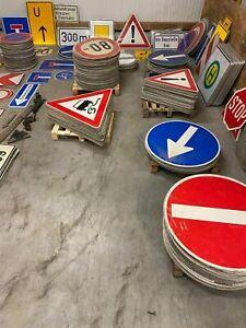 Verkehrsschild Verkehrszeichen Straßenschild