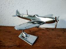 Avion Spitfire en aluminium poli neuf longueur 21cm envergure 25,5cm sur socle