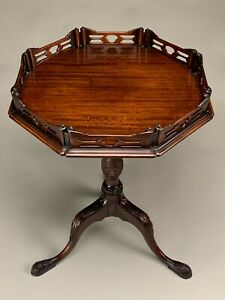 BEAUTIFUL MAHOGANY QUEEN ANNE STYLE TILT TOP GALLERY TABLE OR STAND.