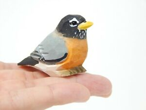 Robin Bird Figurine Statue Decoration Miniature Wooden American Art Gift Garden