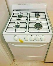 """Just In Time For Holiday Cooking! """"Avanti"""" 25"""" Gas Stove - Never Used - White"""