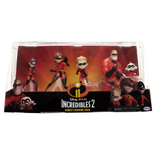 The Incredibles 2, 5 Piece Family Figure Set comes with (Mr./Mrs. Incredible, Vi
