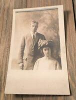 VINTAGE REAL PHOTO POSTCARD COUPLE LOVERS MAN WOMAN RPPC