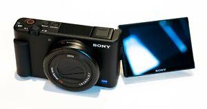 Sony ZV-1 Vlogging-Kamera mit Handgriff GP-VPT2, schwarz ZV1BDI.EU