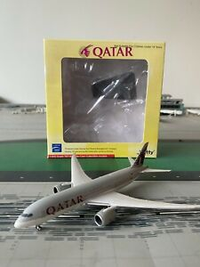 RARE Qatar Airways B787-800 WITTY 1:400