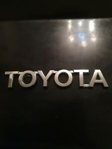 TOYOTA AVENSIS YARIS CARROLL VERSO BOOT TAILGATE BADGE LETTERING