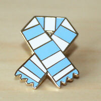 RETRO BAR SCARF ENAMEL PIN BADGE FOR FOOTBALL FANS - VARIOUS CLUBS & COLOURS.