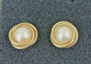 Vintage 14k Solid Yellow Gold Mabe Pearl Large Stud Earrings Pierced Fashion