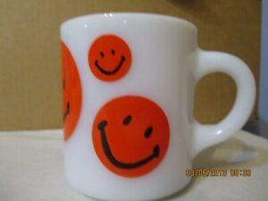 Red Retro Vintage Smiley Face Milk Glass Mug NEVER USED