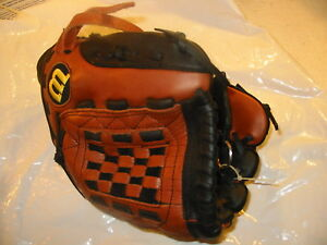 WILSON A500 ADVANTAGE BASEBALL GLOVE FITS ON RIGHT THROW LEFT