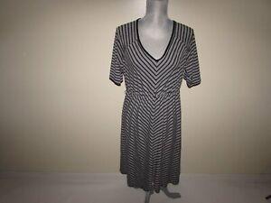 Torrid Women's Fit & Flare Dress Size 2X Short Sleeves Gray Black Chevron V-Neck