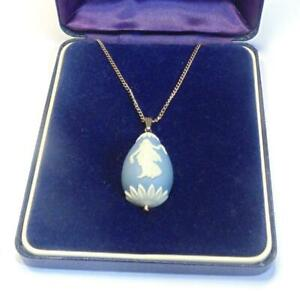 WEDGWOOD LARGE EGG SHAPED JASPER DANCING HOURS PENDANT ON 18 INCH SILVER CHAIN