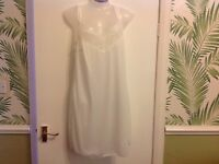 LADIES SILKY WHITE + LACE NIGHTDRESS NIGHTY CHEMISE SIZES 12 14 16 18  20 22 24