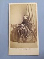 Photo D'une Dame En Robe Vers 1860. Par SALOMON À Bordeaux.
