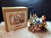 Grandeur Noel Musical Water Globe Collector's Edition 2000 (1)