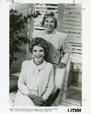 DINAH SHORE NANCY REAGAN SMILING CONVERSATION WITH DINAH ORIG 1986 TNN TV PHOTO