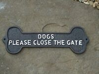 Cast Iron Plaque (DOGS PLEASE CLOSE THE GATE) - Metal Sign / Dog Bone / Garden