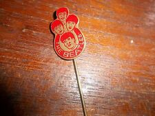 THE BEATLES ORIGINAL 1964 BADGE PIN BROOCH  RED. DUTCH W.V. VELUW ZEIST AWESOME