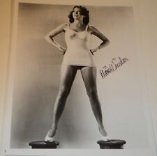 MARIE WINDSOR /  8 X 10  B&W  AUTOGRAPHED  PIN-UP  PHOTO