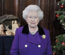Queen Elizabeth II 10 x 8 UNSIGNED photo P1028