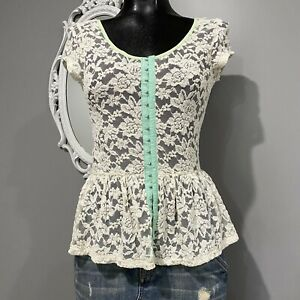 Medium - NWT deLia's Ivory Lace Peplum Blouse Cap Puff Sleeve