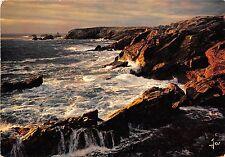 BR26027 Dernier reflet de soleil sur les rochers Bretagne France