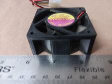 RAIDMAX DC 12V 0.14A Ball Bearing Case Fan 4-Pin Molex M/F