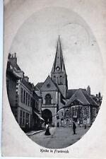 18142 AK Kirche in Frankreich Passanten Nebengebäude Geschäft Turmuhr um 1916