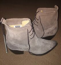 FRYE SACHA ASH BROWN SUEDE LEATHER CHUKKA ANKLE HEEL BOOTS 9 NEW