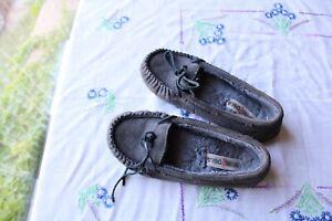 Minnetonka Moccasins Gray Fur Lined Women's 8 Lightly Worm Women's Warm Shoes <3