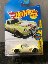 Nissan Fairlady 2000 Hot Wheels 1:64 Scale Diecast Car *UNOPENED*